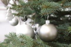 Filiale decorata dell'albero di Natale Fotografia Stock Libera da Diritti