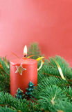 Filiale dell'abete e candela di natale Fotografia Stock