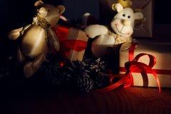 Filialer av en leksak för gåva för sörjakottejul Royaltyfri Bild