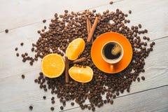 Filiżanka z pomarańczową owoc Obrazy Stock