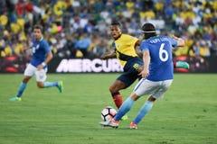 Filipe Luis 6, Antonio Valenca bój dla piłki podczas Copa Obraz Royalty Free
