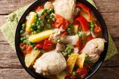 Filipińczyk Afritada: plasterki kurczak z warzywa zakończeniem wewnątrz zdjęcie stock