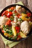 Filipińczyk Afritada: plasterki kurczak z warzywa zakończeniem wewnątrz obrazy stock