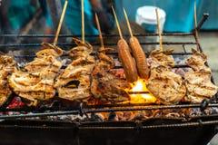 Filipińczyk kiełbasy i kurczaka stylowy grill fotografia royalty free
