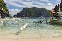 Filipińczyk pompowe łodzie na słonecznym dniu fotografia stock