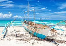 Filipińska łódź rybacka na pięknej plaży fotografia stock