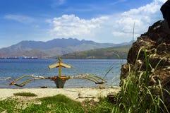 Filipińska łódź rybacka na wybrzeżu Fotografia Stock