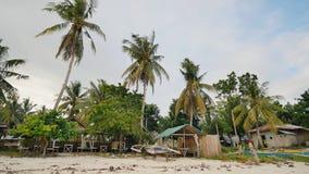 Filipijns dorp met palmen Strand Boholeiland filippijnen stock footage