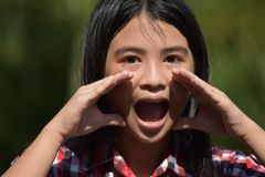 Filipina Adolescent Yelling jovem imagens de stock