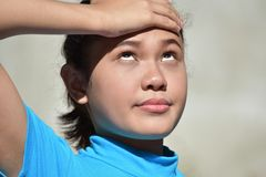 Filipina Female With Headache jovem fotos de stock royalty free