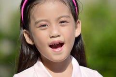 Filipina Girl mignon soumis à une contrainte photo stock
