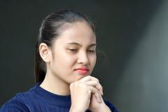 Filipina Girl In Prayer bonito fotos de stock royalty free