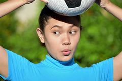 Filipina Person With Soccer Ball sorpreso fotografia stock libera da diritti