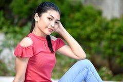 Filipina Teen Girl de détente photographie stock