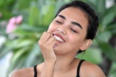 Filipina Teenager Girl Wondering bonito imagem de stock