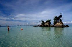 Filipiny: Ludzie przy Boracay plażą na paradies wyspie fotografia stock