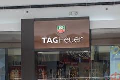 Filipiny, 22 Marzec 2018 - Oznacza Heuer gatunku imię na sklepu wejściu w zakupy centrum handlowym obraz royalty free