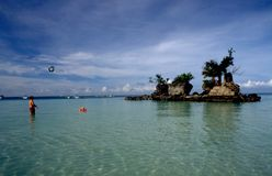 Filippine: La gente alla spiaggia di Boracay sull'isola dei paradies fotografia stock