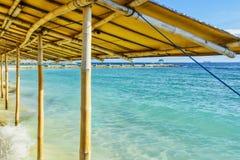 Filippinerna arbeta i trädgården havssemesterorten royaltyfria foton