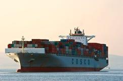 Filippinerna för behållareskepp COSCO på sjögångarna Östligt (Japan) hav Stillahavs- hav 01 08 2014 royaltyfri bild