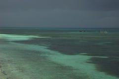 Filippinernahavet och fishermannen på moonson stormar Royaltyfria Foton