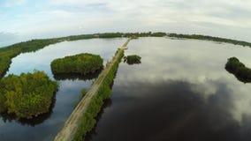 Filippinsk by med en sjö Anda Bohol ö Mörker med belysning flyg- sikt Fin konstgjord väg lager videofilmer
