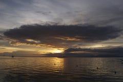 Filippinsk solnedgång av den Panglao ön, Filippinerna Royaltyfri Foto