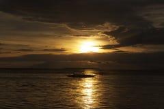 Filippinsk solnedgång av den Panglao ön, Filippinerna Royaltyfri Fotografi