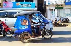 Filippinsk taxi med passagerare arkivbild