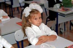 Fille à l'école image stock