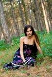 Fille à la forêt Photographie stock