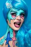 Fille à la mode de zombi Portrait d'une femme de zombi de goupille- projet de Corps-peinture Maquillage de Halloween Photographie stock