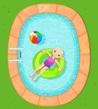 Fille à la piscine Photo stock