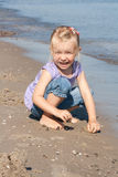 Fille à la plage Photographie stock libre de droits