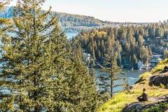 Fille à la roche de carrière à Vancouver du nord, AVANT JÉSUS CHRIST, Canada Image stock