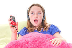 Fille écoutant la musique Image stock
