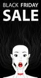 Fille étonnée par bannière conceptuelle noire de vente de vendredi, bouche ouverte Photographie stock