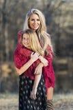 Fille adolescente modèle blonde magnifique de Posing With Her photographie stock libre de droits