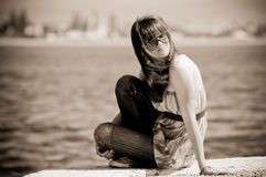 Fille adolescente pensive Photographie stock libre de droits