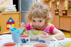 Fille affamée. Photos libres de droits