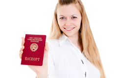 Fille affichant le passeport de l'URSS Photographie stock libre de droits
