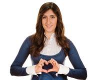 Fille affichant le symbole de coeur Image stock