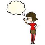 fille amicale de bande dessinée ondulant avec la bulle de pensée Images libres de droits
