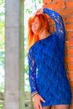Fille 30 ans dans la robe de dentelle Images libres de droits