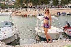 Fille appréciant la mer et l'été Image libre de droits