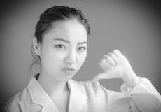 Fille asiatique attirante en ses années '20 d'isolement dessus Photographie stock