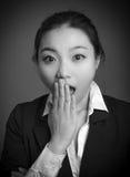 Fille asiatique attirante en ses années '20 d'isolement dessus Images libres de droits