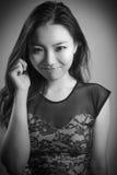 Fille asiatique attirante en ses années '20 d'isolement dessus Photo stock