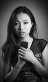 Fille asiatique attirante en ses années '20 d'isolement dessus Images stock