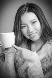 Fille asiatique attirante en ses années '20 d'isolement dessus photos libres de droits